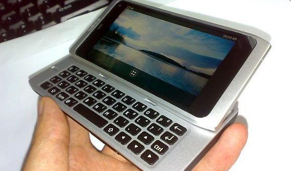 ภาพ Nokia N9 คู่ชก iPhone 4 โผล่ในจีน
