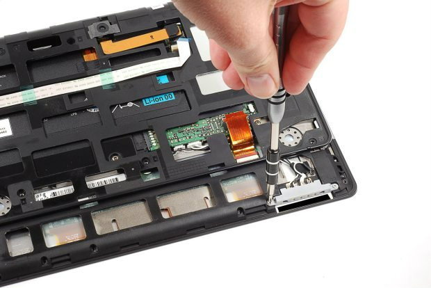 Sony Tablet S โดนจับเปลือย เผยสิ่งซ่อนเร้นภายใน