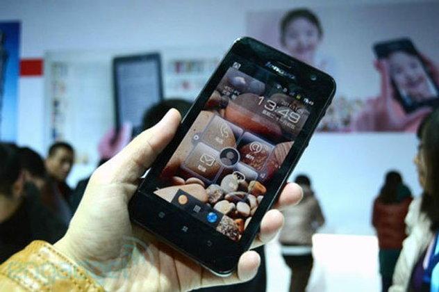 คู่แข่ง Galaxy Note มาแล้ว Lenovo LePad S2005 แท็บเล็ต Hybrid ราคาถูกกว่าเกือบครึ่ง!