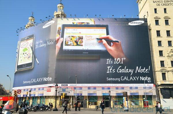 พบป้ายโฆษณาขนาดใหญ่ เผยชื่อ Samsung Galaxy Note 10.1 ก่อนเปิดตัวจริงในงาน MWC