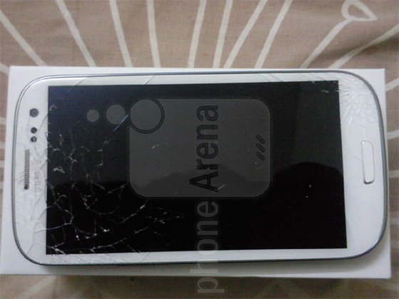 เมื่อ SS Galaxy S III เจอเข้ากับแรงโน้มถ่วง กระจกที่ว่าแกร่ง ก็ไปไม่รอด