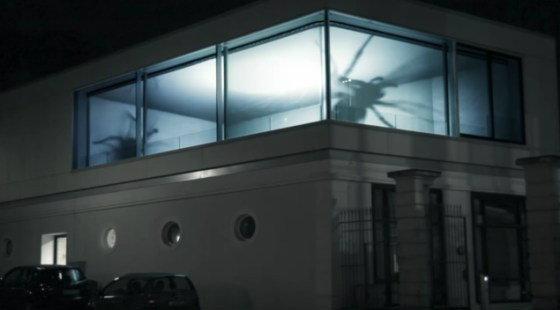 """ตะลึง""""แมงมุมยักษ์""""โผล่ในตึกที่เยอรมัน?"""