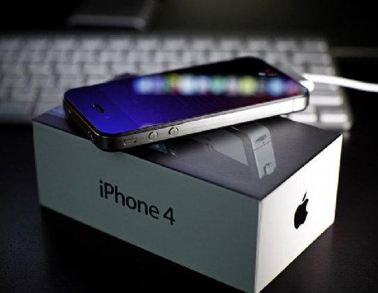 """""""ทรูมูฟเอช""""ลุยแหลกขายไอโฟน 4 ครึ่งราคาพ่วงผ่อน 0% นาน 10 เดือนปั๊มลูกค้า 3G"""