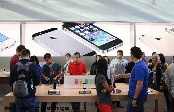 อัพเดทราคา iPhone 5s และ iPhone 5c เครื่องหิ้วประจำวันที่ 13 ตุลาคม 2556