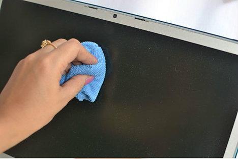 ทำความสะอาดจอภาพเองได้ง่ายๆ