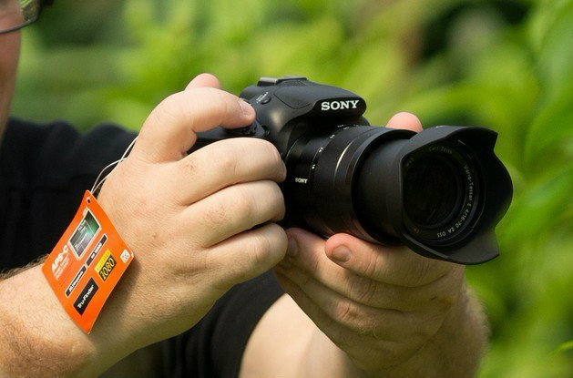 [ข่าวลือ+ภาพหลุด] โซนี่เตรียมเปิดตัวกล้อง mount-E ทรง DSLR A3000 (ILC3000) พร้อมเลนส์ Zeiss 16-70 F4