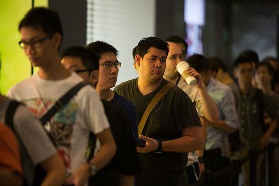ภาพบรรยากาศขาย iPhone 5s วันแรกที่ญี่ปุ่น และในฮ่องกง