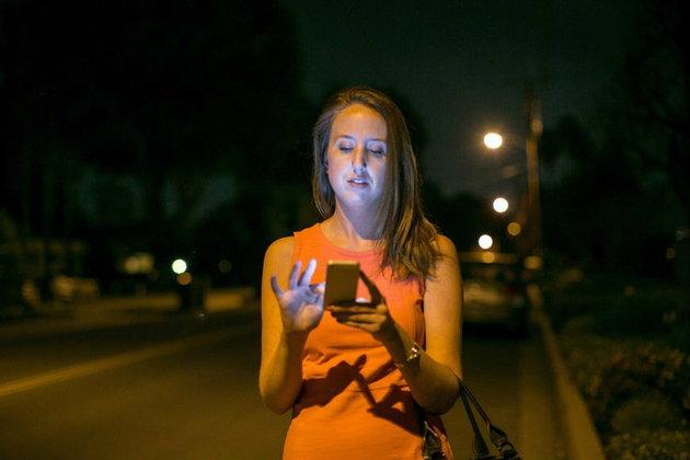 หญิงใจกล้า!! ตามตัวหัวขโมย iPhone ถึงหน้าบ้าน