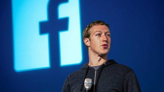 Zuckerberg ตอบคำถาม: ทำไมใส่เสื้อซ้ำกันทุกวัน, หนัง The Social Network