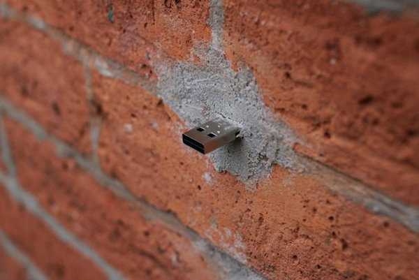 ทำไปได้! ฝัง USB บนกำแพงทั่วโลก!