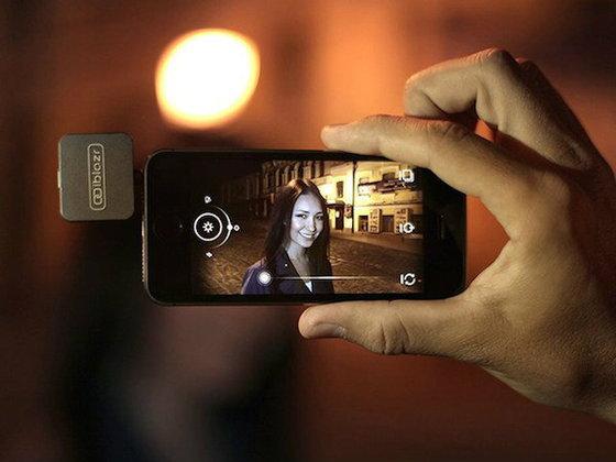 หมดปัญหาหน้ามืดตาแดง! ด้วยแฟลชเสริมพกพาสำหรับ Smartphone