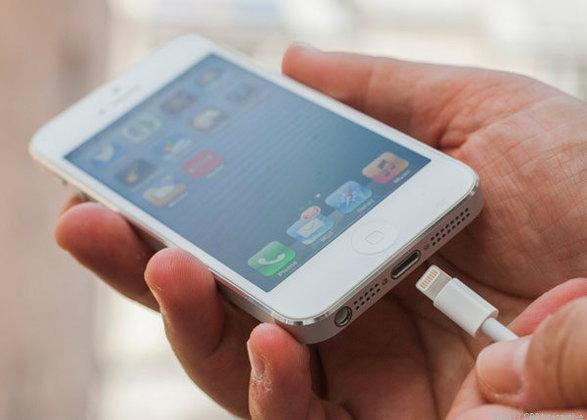 หนุ่มเมืองผู้ดีโดนจับ หลังชาร์จ iPhone บนรถไฟ