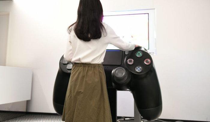มาดูจอยเกม PS4 ที่ใหญ่ที่สุดในโลกแถมเล่นได้จริง