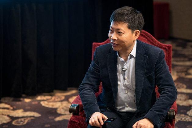 เปิดก่อนได้เปรียบ ซีอีโอ Huawei ฟุ้งว่าที่เรือธง Mate 10 แรงกว่า iPhone 8 แน่นอน