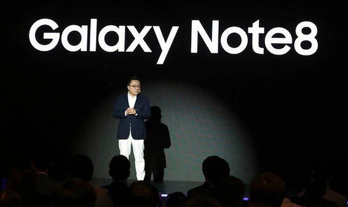 ผู้บริหาร Samsung แย้มปีหน้าอาจได้เห็นมือถือจอพับได้ใน Galaxy Note 9