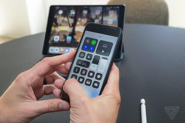 นี่คือเหตุผลที่ iPhone iPad รุ่นเก่าช้าลงเมื่อมีการอัปเดต iOS แต่ละครั้ง