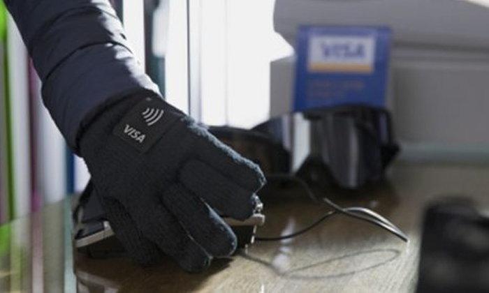 """Visa เปิดตัว """"ถุงมือ-พิน-สติ๊กเกอร์"""" ให้จ่ายเงินด้วย NFC รับโอลิมปิกฤดูหนาว"""