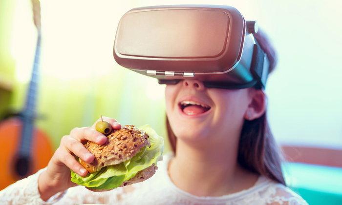 """ปฏิวัติวงการ! เพิ่มความอร่อยด้วย """"อาหาร VR"""""""