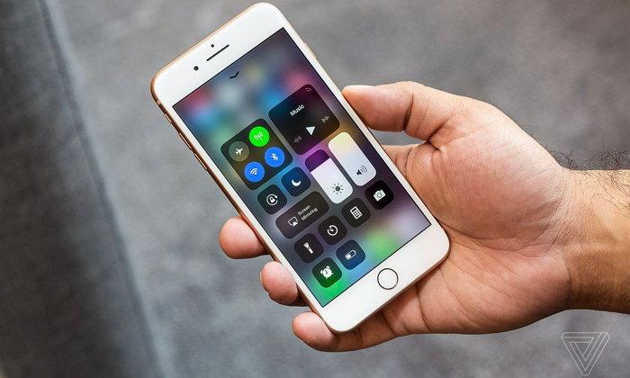 คาดตลาดสมาร์ทโฟนระดับพรีเมียมจะซบเซาลงในปี 2018 นี้
