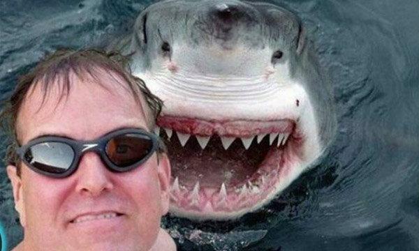 ถ้าคุณแน่ ลองถ่าย Selfie เลียนแบบ 25 ภาพสุดเสียวเลยสิ