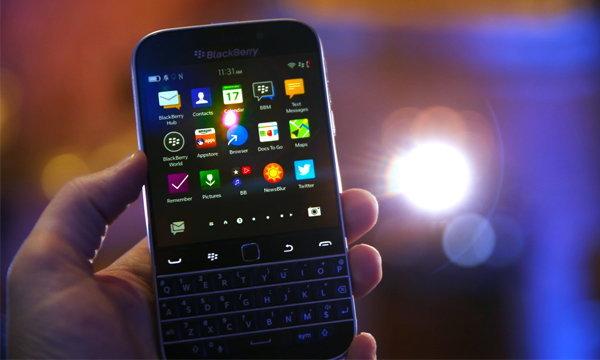 สาวก Blackberry เศร้า! Facebook เตรียมโบกมือลา Blackberry อีกราย