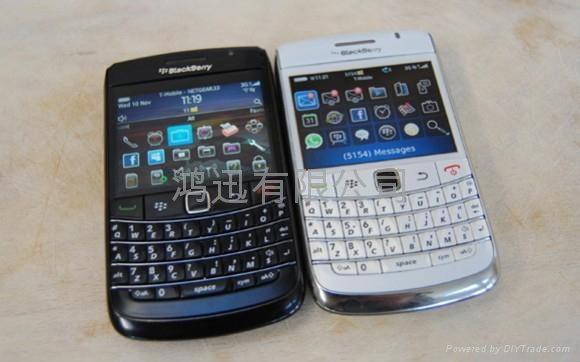เครื่องหิ้วสะเทือน ปรับราคา BlackBerry ลง 2 รุ่น