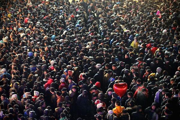 ปักกิ่งป่วน!! ฝูงชนขนาดใหญ่แย่งซื้อ iPhone 4S