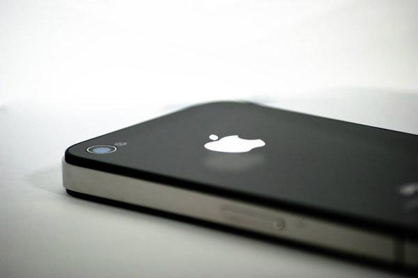 ยอดขายไอโฟน (iPhone) ในอังกฤษชะลอตัว