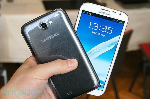 เทียบ Samsung Galaxy Note 2 กับ Note รุ่นแรก