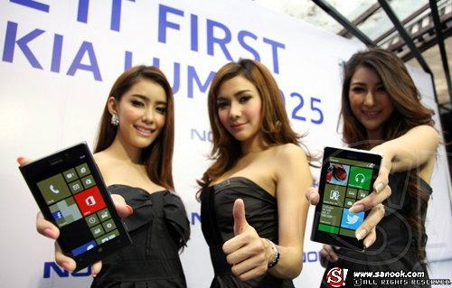 Nokia Lumia 925 ครั้งแรกของสมาร์ทโฟนดีไซน์อลูมิเนียม แข็งแกร่ง บางเบา