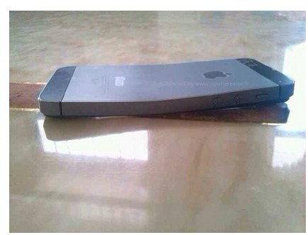 เผยภาพ!! iPhone 5s ตัวเครื่องบิดงอได้