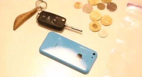ลองขูดฝาหลังพลาสติก iPhone 5C (ชมคลิป)