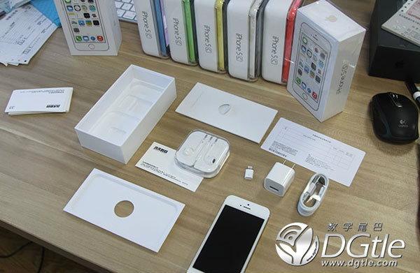 แกะกล่อง iPhone 5C ครั้งแรก!! ในโลก