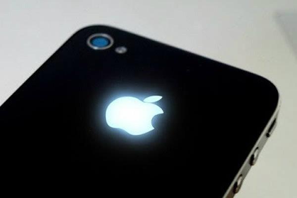 โลโก้แอปเปิลบนฝาหลัง iPhone 6 ถูกดีไซน์เป็นแบบเ MacBook