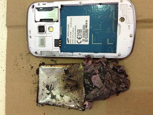 ระทึก ! Samsung Galaxy S Duos 2 ตัวโชว์หน้าร้าน ระเบิดในไทย