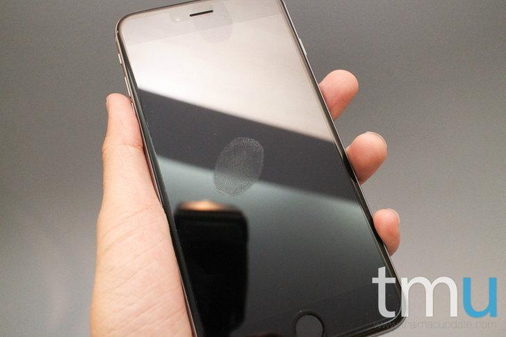 เปรียบเทียบรอยนิ้วมือระหว่าง iPhone 6 ที่ติดฟิล์มกับไม่ติดฟิล์มหน้าจอ
