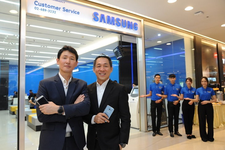 SAMSUNG ตอบรับยอดขายใส่ใจลูกค้า เพิ่มศูนย์บริการสมาร์ทโฟนระดับพรีเมียมขนาดใหญ่
