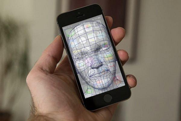 รายงาน Apple ทดสอบระบบ สแกนใบหน้า ปลดล็อคเครื่องแทน Touch ID ใน iPhone 8