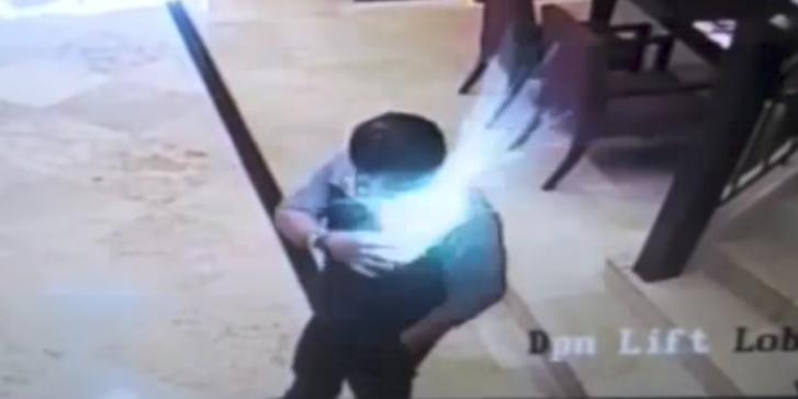 ดูกันชัดๆ วินาทีเฉียดตาย สมาร์ทโฟน ระเบิด ในกระเป๋าเสื้อ