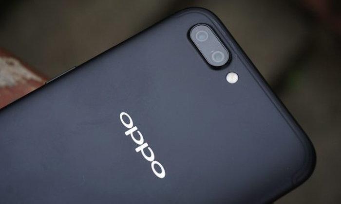 ยุคนี้ต้องแหว่ง! Oppo R15 และ R15 Plus มาพร้อมรอยบากแบบ iPhone X แน่นอน!