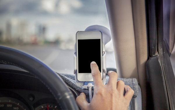 รวม Apps แปลงมือถือของคุณให้เป็นกล้องติดหน้ารถจับการเคลื่อนไหวได้