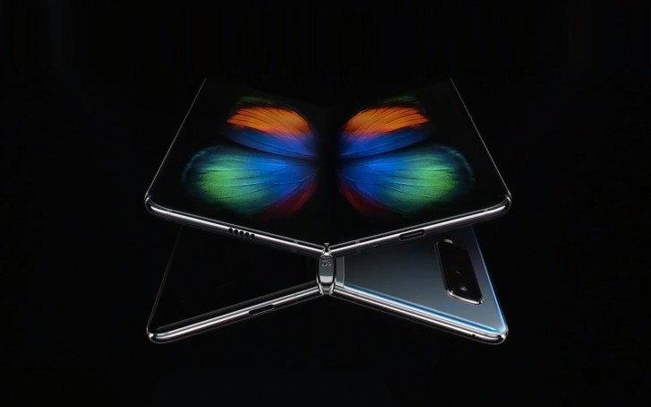 """Samsung โต้ """"Samsung Galaxy Fold"""" ดีไซน์เจ๋งกว่า """"Huawei Mate X"""" เห็นๆ!"""
