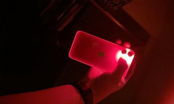 รู้ยังฟีเจอร์ไฟฉายในiPhone 11สามารถเรืองแสงไปจนถึงฝาหลังได้