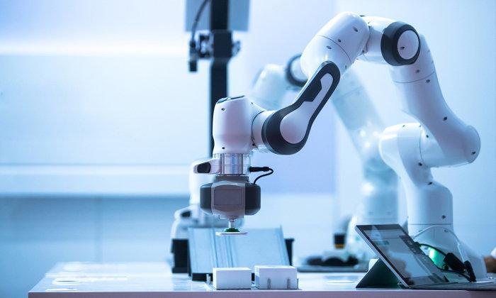 Oxford Economics ฟันธง! หุ่นยนต์จะแย่งงานสาวโรงงาน 20 ล้านตำแหน่ง ภายใน 10 ปี