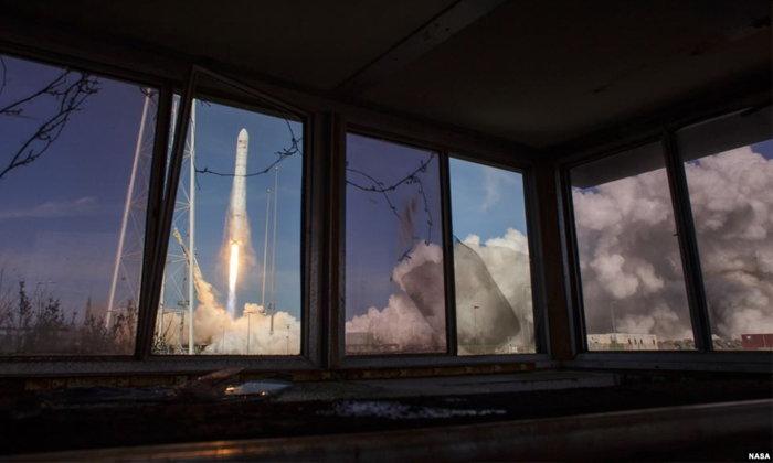 """กระสวยอวกาศ """"ซิกนัส"""" ขนเตาอบ-ชิ้นส่วนรถสปอร์ต ไปส่งสถานีอวกาศระหว่างประเทศ"""