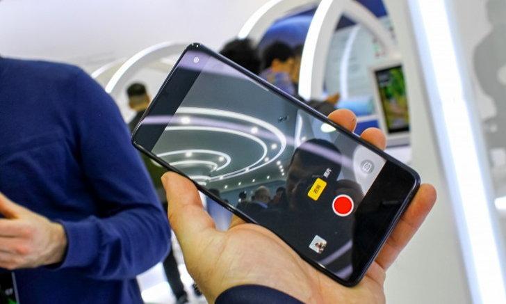ไปไกลได้อีก OPPO เปิดตัวสมาร์ตโฟนเครื่องต้นแบบพร้อมกล้องใต้หน้าจอ ไม่มีพอร์ตสักช่องเดียว!