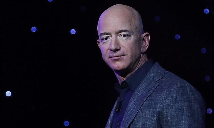 เจฟฟ์ เบโซส ผู้ก่อตั้งแอมะซอน ยืนหยัดบนบัลลังก์บุคคลร่ำรวยสุดในโลก 3 ปีซ้อน