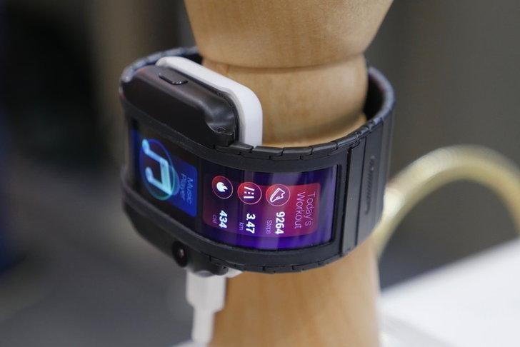 "IFA 2018 : Nubia โชว์ ""สมาร์ทโฟนข้อมือ"" พร้อมหน้าจอ OLED โค้งงอสุดล้ำอนาคต"