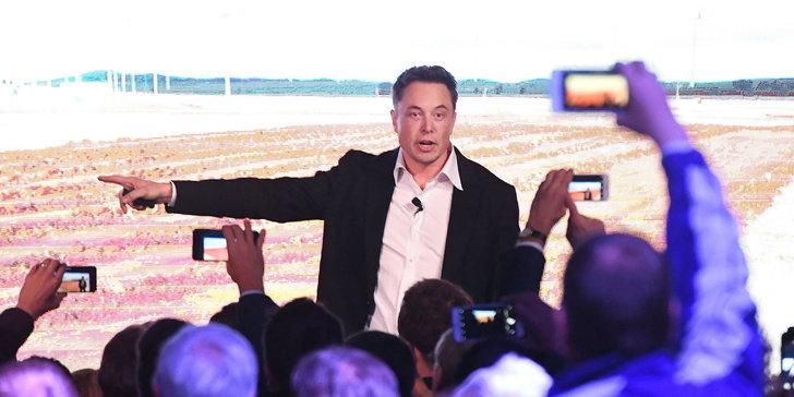 รถยนต์ไฟฟ้า Model 3 ขายดี! ฉุด Tesla ทำรายกำไร (ในไตรมาส) เป็นประวัติการณ์