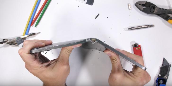 """หาเคสไว้เลย """"iPad Pro"""" รุ่นใหม่บอบบาง งอง่ายมากเพียงแค่ใช้มือ!"""